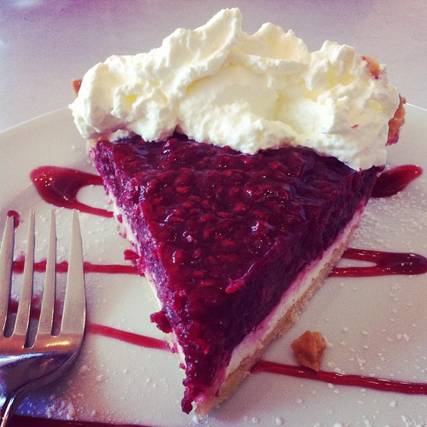 2012-09-15_1347740893_raspberry_cream_cheese_pie_elengrey_september ...