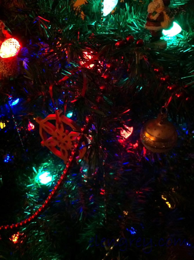 IMG_2290_tree_lights_elengrey_december_2015 (956x1280)