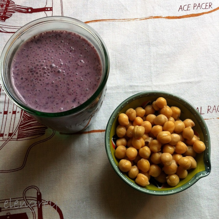IMG_2810_breakfast_smoothie_with_chickpeas_elengrey_march_2016 (1280x1280)